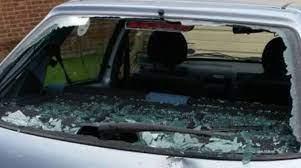 Lite in strada: automobilista sfugge ad aggressione grazie a spray urticante