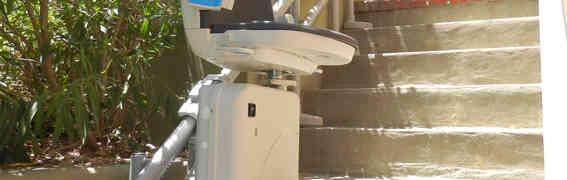 Montascale a poltroncina Garaventa Lift: addio problema scale